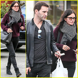 Courteney Cox Celebrates the Last Day of Filming 'Cougar Town'