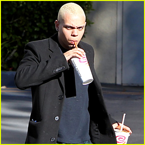 Evan Ross Grabs Smoothie for Pregnant Wife Ashlee Simpson
