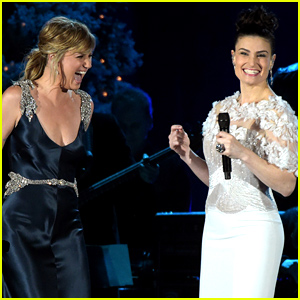 Idina Menzel & Jennifer Nettles Duet Epic Version of 'Let It Go' - Watch Now!