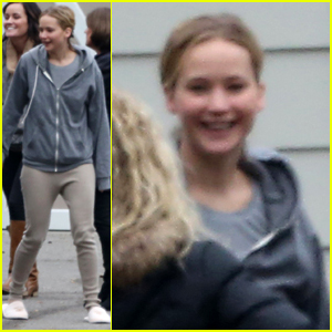 Jennifer Lawrence Keeps Comfy in Sweats on Thanksgiving Day
