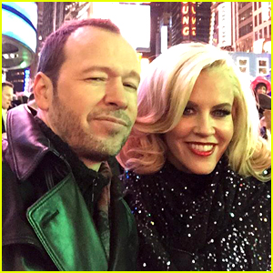 Jenny McCarthy & Husband Donnie Wahlberg Celebrate New Year's Eve 2015 in Times Square!