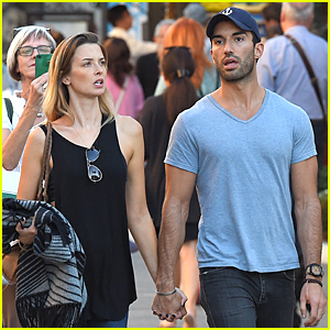 This 'Jane the Virgin' Fan Catches Justin Baldoni & Wife Emily Foxler Holding Hands During Holidays!