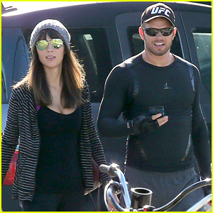 Kellan Lutz Spends Time with a Mystery Brunette Over Thanksgiving Weekend