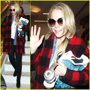 LeAnn Rimes Touches Down at LAX Just In Time for Christmas!