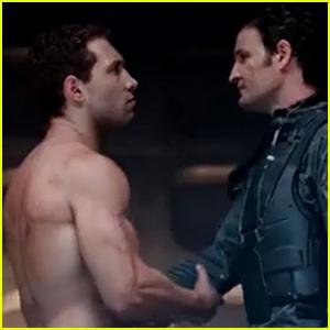 Jai Courtney & Arnold Schwarzenegger Show Their Shirtless Buff Bods in 'Terminator: Genisys'!