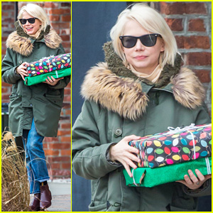 Michelle Williams Looks Like a Christmas Wrapping Pro!