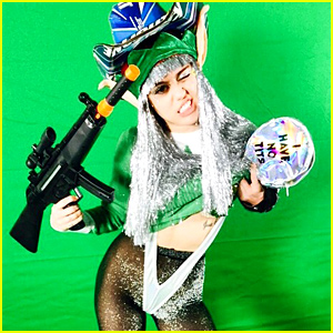 Miley Cyrus Dresses Up Like a Christmas Elf & Takes Tons of 'Elfies'