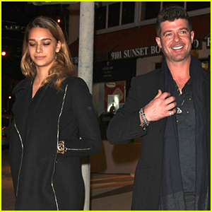 Robin Thicke & Young Girlfriend April Love Geary Spend Happy Holiday Season Together!