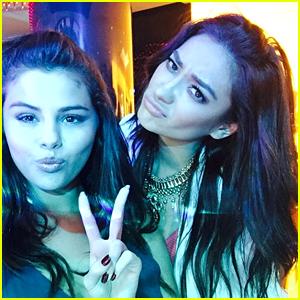Selena Gomez & Kendall Jenner Skip Skydiving on Dubai Trip
