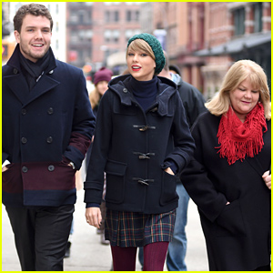 Taylor Swift, Her Brother Austin, & Their Mom Andrea Hang Together Before the Christmas Holiday!