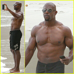 Terry Crews Shows Off Ripped & Shirtless Body in Rio De Janiero