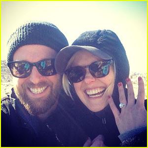 'The Newsroom's Alison Pill Gets Engaged to Joshua Leonard