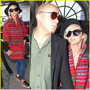 Pregnant Ashlee Simpson & Evan Ross Hold Hands During a Busy Travel Day