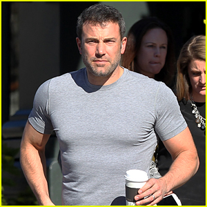 Buff Ben Affleck Named People's Choice Awards' Favorite Humanitarian