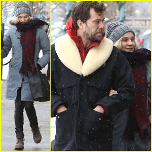 Diane Kruger & Joshua Jackson Are a Couple of Snow Bunnies in Aspen