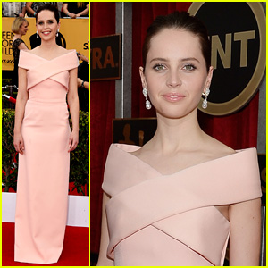 Felicity Jones Looks Lovely in Pale Pink at SAG Awards 2015