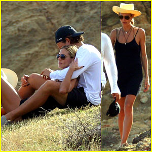 Heidi Klum & Boyfriend Vito Schnabel Show Off Some PDA During St. Barts Vacation