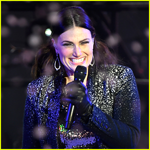 5 Times Idina Menzel Killed It Vocally During Live Performances