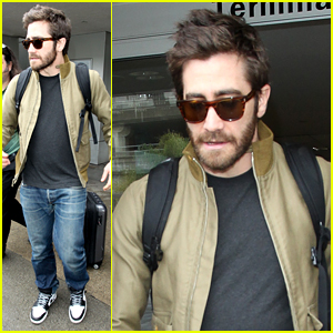 Jake Gyllenhaal Arrives in Town Just in Time for Golden Globes!