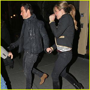 Jennifer Aniston & Justin Theroux Make It a Romantic Date Night