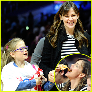 Jennifer Garner & Daughter Violet Watch the Clippers Courtside!