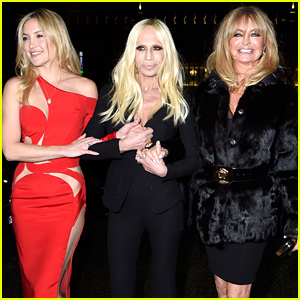 Kate Hudson, Goldie Hawn, & Donatella Versace Made the Most Fabulous Entrance to the Versace Show