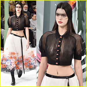 Kendall Jenner Goes Braless Flashes Nipples At Paris Fashion Show