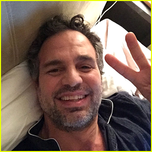 Mark Ruffalo Tweets His SAG Acceptance Speech from Bed!