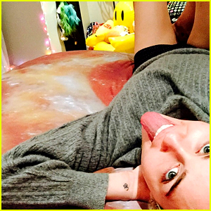 Miley Cyrus Is Bringing Her Pizza Obsession Into the Bedroom