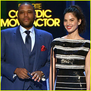 Olivia Munn Takes the Stage at the People's Choice Awards 2015