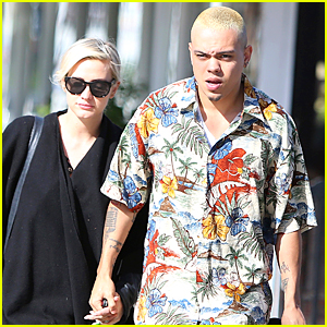 Ashlee Simpson & Evan Ross Help Diana Ross Survive at Brooklyn Concert
