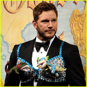 This is Chris Pratt Wearing an Animal-Print Bra as Hasty Pudding Man of the Year