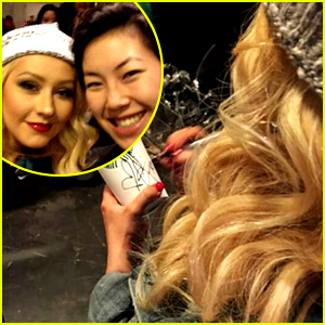 Christina Aguilera Buys Everyone Coffee at Starbucks! (Video)