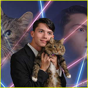 Draven Rodriguez Dead - Laser Cat Yearbook Meme Star Dies at 17