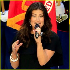 Idina Menzel: 'National Anthem' at Super Bowl 2015 (Video)