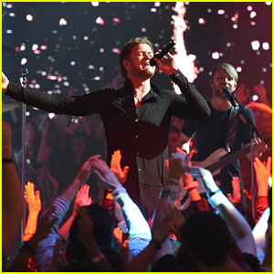 Imagine Dragons Perform Live Commercial During Grammys 2015