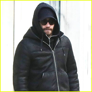 Jake Gyllenhaal Heads Out Before 'Constellations' Performances for Young Audiences