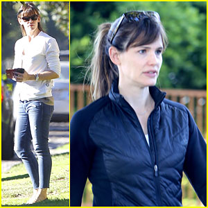 Jennifer Garner Grabs Lunch with Her Friends After Working Out