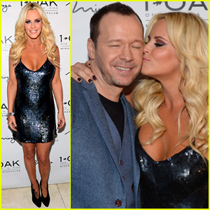 Jenny McCarthy & Donnie Wahlberg Pack on the PDA in Vegas