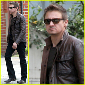 Jeremy Renner Looks Calm & Cool Despite Divorce Drama