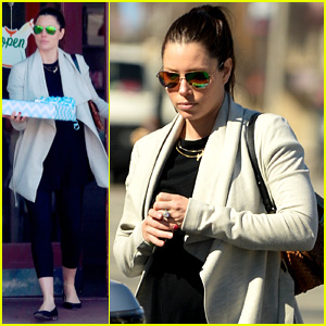 Jessica Biel Baby Bumps Her Way to Pick Up Blue-Wrapped Gift