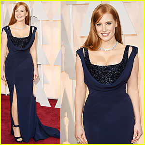 Jessica Chastain Turns Heads in Cleavage Baring Dress at Oscars 2015