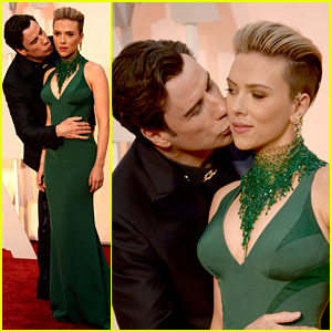 John Travolta Kisses Scarlett Johnasson in Awkward Oscars Moment (Photos)