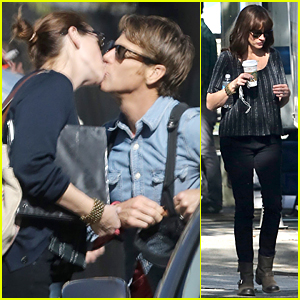 Julia Roberts & Danny Moder Share Sweet Kiss on 'Secret in Their Eyes' Set