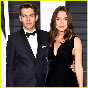 Keira Knightley Dresses Her Baby Bump in Black for Vanity Fair's Oscars 2015 Party
