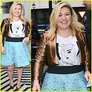 Kelly Clarkson's Daughter River Falls Asleep to Loud Music