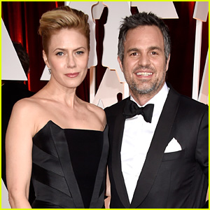 mark ruffalo hits oscars 2015 red carpet with wife sunrise. Black Bedroom Furniture Sets. Home Design Ideas
