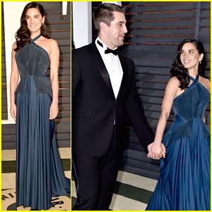 Olivia Munn & Aaron Rodgers Hold Hands at Vanity Fair Oscar Party