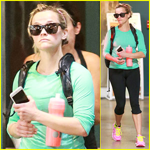 Reese Witherspoon Kicks Off Oscar Weekend Working Out