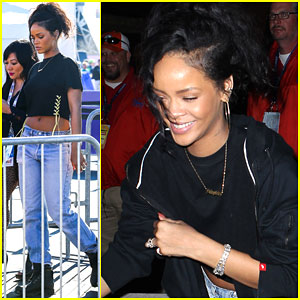 Rihanna Can't Stop Laughing at Super Bowl 2015!